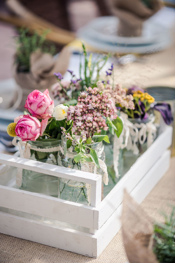 d181cd1c17a7 Δεξίωση γάμου με αρωματικά φυτά και λινάτσα - anthodetiki.gr