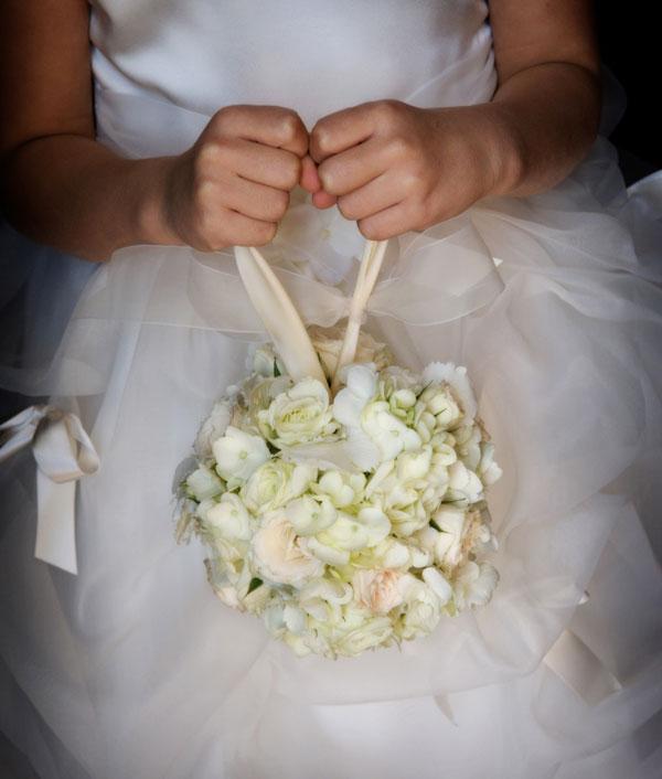 λουλουδένια-μπάλα-για-παρανυφάκι